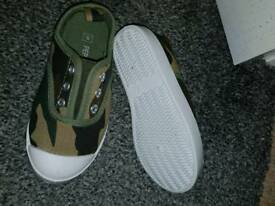 Canvas shoes size 8, new