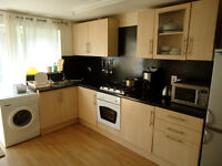 Large bedroom in great house share, Super FAST WI FI , 4 minutes walk to CMK