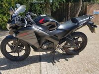 2015 honda cbr 125 only done 8k