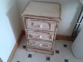 SOLID PINE BEDSIDE TABLE CHEST OF DRAWERS BEDROOM BATHROOM SHABBY CHIC GREAT CONDITION