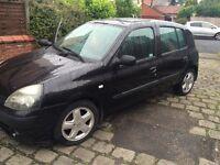 2003 Renault Clio mot Feb 5 door hatch cheap car spares or repair drive away