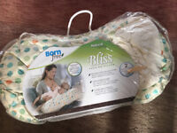 Nursing Breastfeeding Pillow Born Free (with spare cover never used)