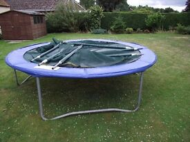 10 FT TRAMPOLINE WITH SAFETY NET