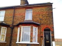 Central Slough-Near Train-Station 2 Bedroom Townhouse With Parking Available