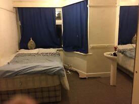 Lovely Double roomNew carpet Garden parking 5 mins town centre Asda University shop busses Lansdowne