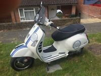 Vespa GTS 300White Sports scooter 300cc with fly screen