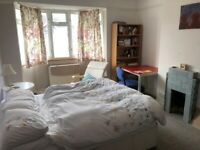 Double Room in a quiet house off Cowley Road