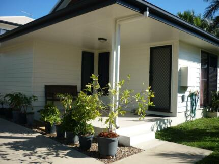 Immaculate 2 Bed/2 Bath Fully Self Contained Villa - Walk To CBD