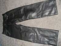 ALPINESTARS LEATHER MOTORCYCLE PANTS.