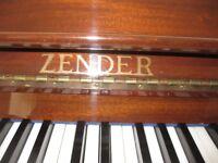 Zender piano in brown wood
