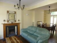 Beautiful 2 Bedroom Cottage house, Minutes away from South Ealing Station