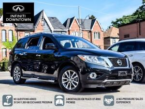 2016 Nissan Pathfinder SV 4x4 *Really Clean, One Owner & No Acci