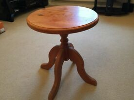 Small round table solid pine