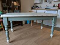 Farmhouse table free for pick up