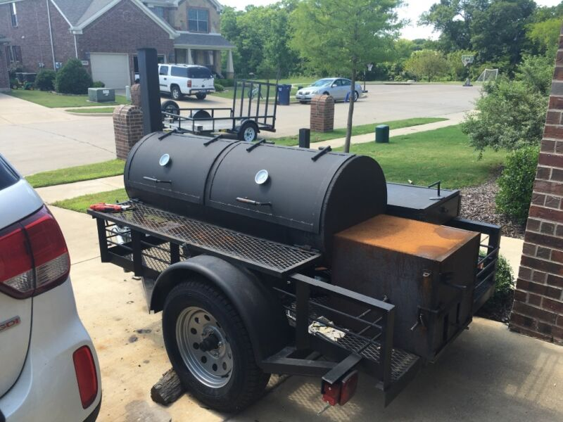 Competition BBQ woid burning smoker