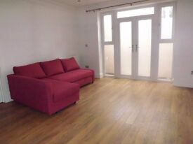*****Newly Refurbished Two Bed Flat in Ealing Broadway ***********************