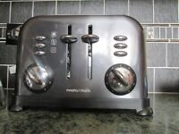 MORPHY RICHRDS ACCENTS 4 SLICE TOASTER BLACK/SLIVER.