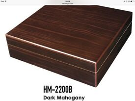 Wooden Humidor - Oustanding Conditions - holds 18 cigars and includes hygrometer