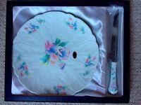 Traditional Aynsley bone china cake plate and cake knife set. In original box