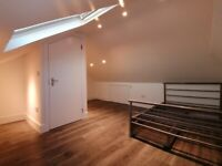 Stunning Loft Room in a new/modern house with garden E13