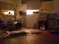 MALE SINGER AND GUITARIST WANTED FOR NEW FUNCTION BAND