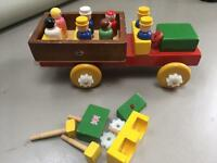 Play wooden bus vintage.