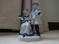 Porcelain Figure of a Couple in Blue and White Porcelain.