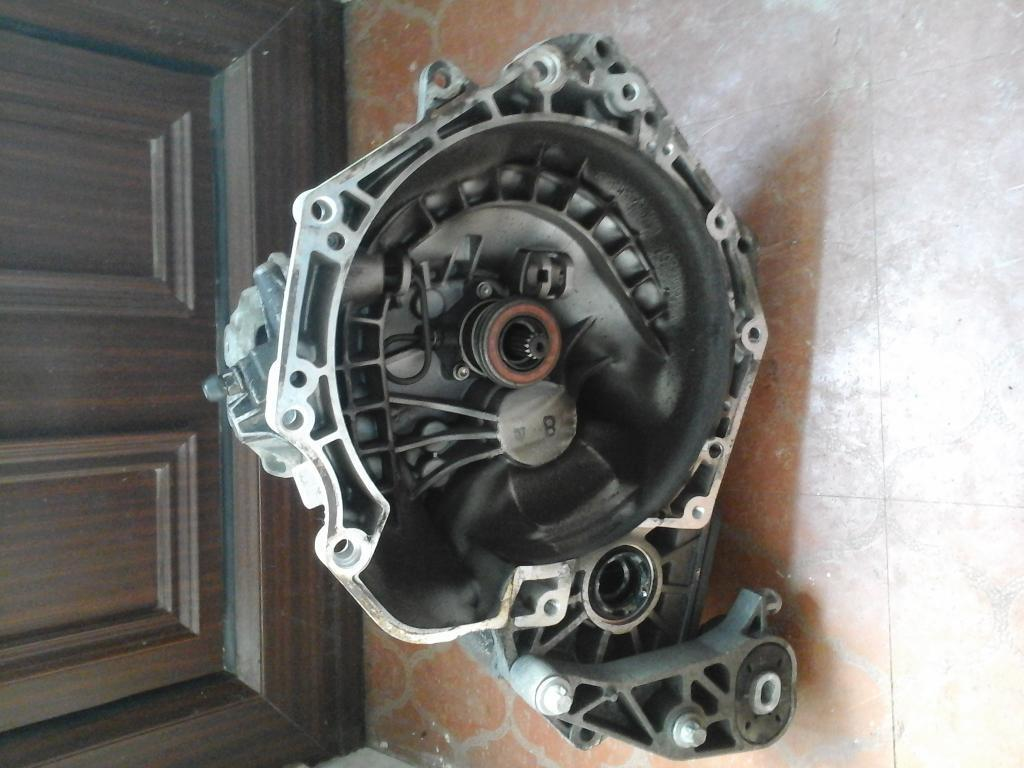 F13 GEAR BOX WILL FIT IN CORSA C, CORSA D, TIGER, ASTRA H, MERIVA A GOOD WORKING ORDER £ 20 NO TEXTS