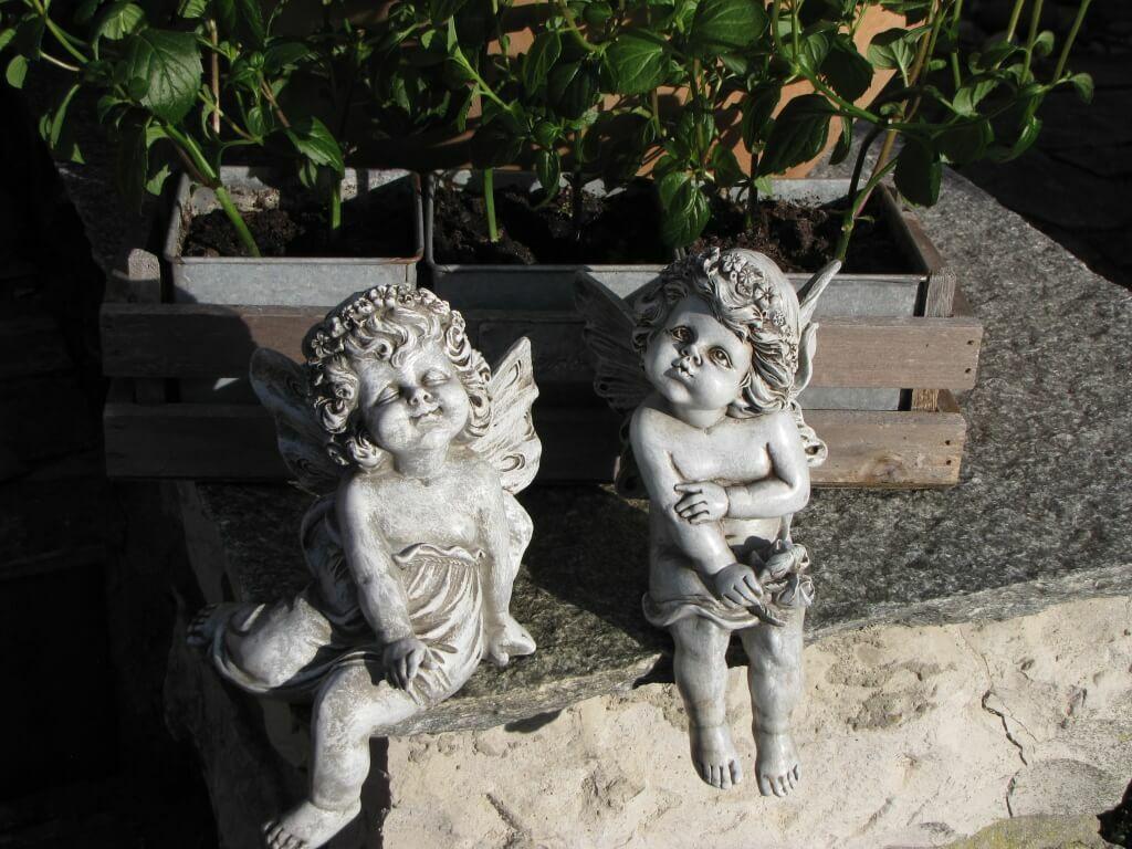 2 Modelle erhältlich Gartenfigur Elfe Gartendeko aus Resin Kantenhocker Gnom