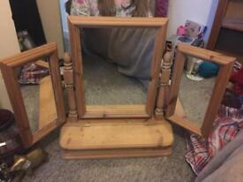 Heavy triple mirror with compartment