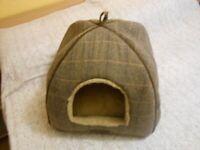 Luxury Cat Igloo Bed - - £7 - - -