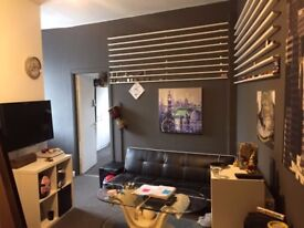 1 bedroom flat with living room and shared kitchen. High road leyton, available now. £1200