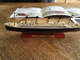 Titanic scale model, with print and booklet