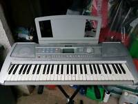 Yamaha PAR 290 keyboard & stand