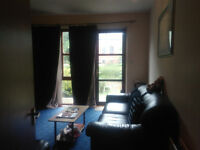 double room in 2 bed flat with reserved parking and private garden in city center