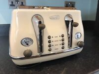 SOLD Delonghi Toaster Cream