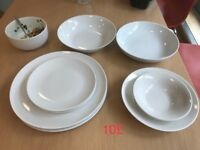 White plates of different sizes
