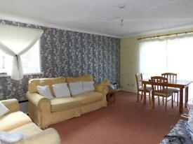 2 bedroom flat in Oakley Close Isleworth TW7 4HZ