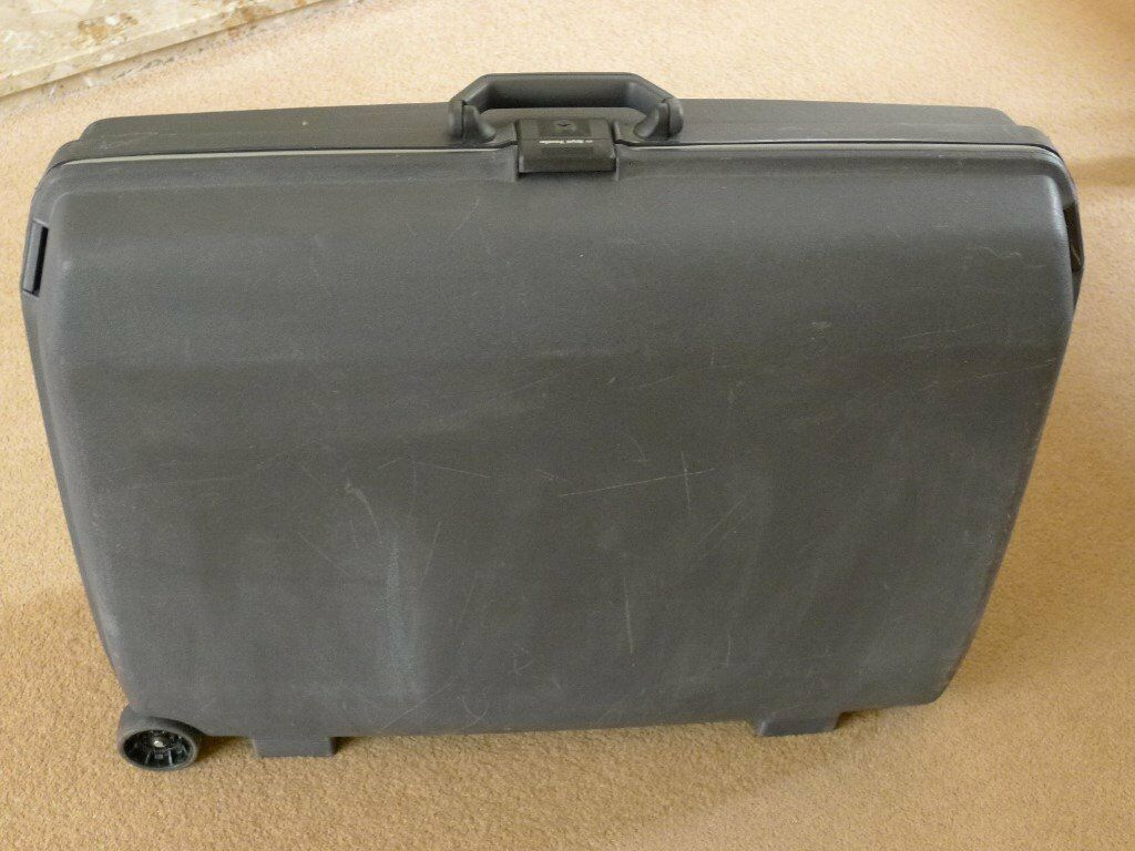 Samsonite Royal Traveller Large Black Suitcase. Hard Shell