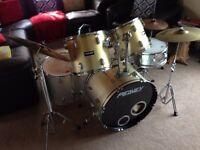 Peavey International Series II - 5 piece Drum Kit with cymbals/hi hat and stool
