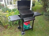 Barbecue, 2 burner BBQ , with Gas Bottle. Very clean & Good condition,