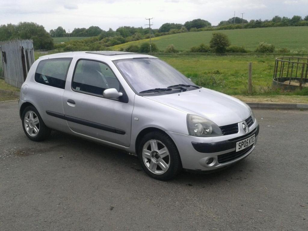 2005 renault clio dynamique silver in consett county durham gumtree. Black Bedroom Furniture Sets. Home Design Ideas