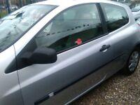 2006 Renault clio 1.4 petrol 3 door hatch back only 66.000 miles full service history full mot