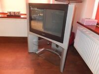 SONY KD 28dx200u. with stand with 2 glass shelves