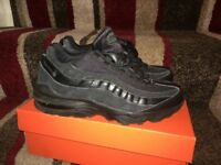 black Nike 95 trainers