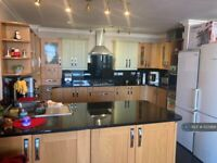 2 bedroom flat in Brecon House, London, E3 (2 bed) (#1133988)