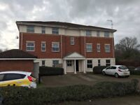Two bed flat Slough. Furnished light, quiet. Near rail, motorways Heathrow Windsor Meadows, Slough