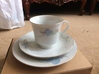 18 Piece tea set which includes cups, saucers and a side plate. for £20