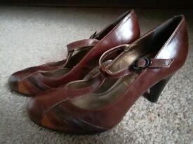 New unworn size 5 brown heel shoes (leather upper)