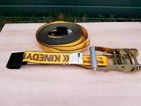 Ratchet strap with flat hooks
